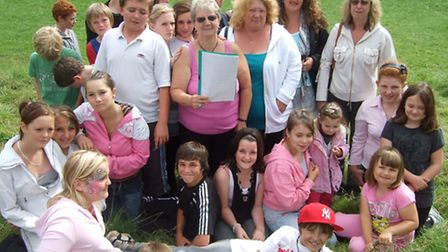 Jan Jones and daughter Sharon, centre, along with town councillor Dawn Manley and other Stowford sig