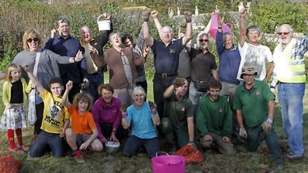 The volunteers give themselves a cheer at the bulb planting event on Peak Hill. Ref shs 7654-45-14TI