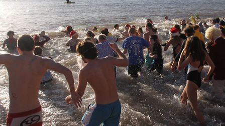 Action from Sidmouth's 2013 Boxing Day swim. Photo by Simon Horn. Ref shs 8555-52-13SH. To order you