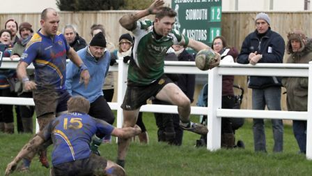 Sidmouth Chiefs narrowly beat Truro by 26 points to 25. Ref shsp 1175-04-15TI. Picture: Terry Ife