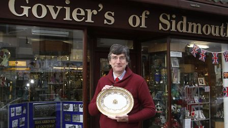 Alan Morgenroth with a plate from Selfridge & Co. Ref shs 1769-05-15TI. Picture: Terry Ife