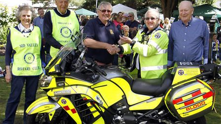 Les Lane,last year's president of the Sid valley rotary presents the keys to Mo Ayling. Ref shs 1555