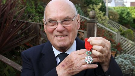 Thomas King with his WW2 Medal. Ref shs 6995-48-15TI. Picture: Terry Ife