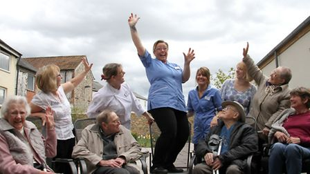 Sky diver Toni Hiscox being cheered on by patients at Kings House Hospiscare in Honiton. Ref mhh 16-