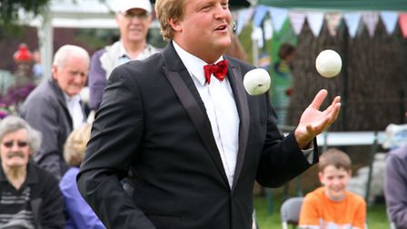 Cadhay May fayre. Entertainer, Goronwy Thom, performs his juggling act. Ref sho 22-16AW 8425. Pictur