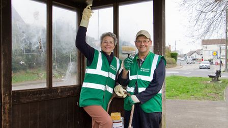 Lynette Talbot and Peter Endersby ready with their paint brushes. Ref shs 11-17TI 8946. Picture: Ter