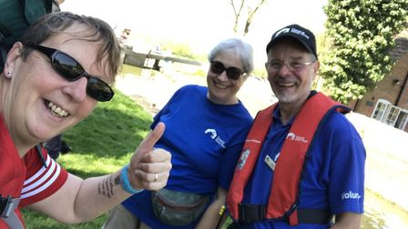 Philippa Davey met Canal Trsut volunteers John and Barbara on her 'Acts of Kindness' ultra marathon