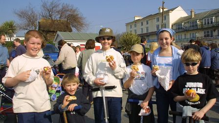 Easter hot cross bun giveaway in Sidmouth. PICTURE: Jill Drury