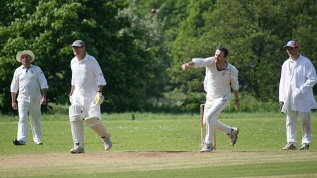 Dave Alford bowling for Tipton St John against Marldon