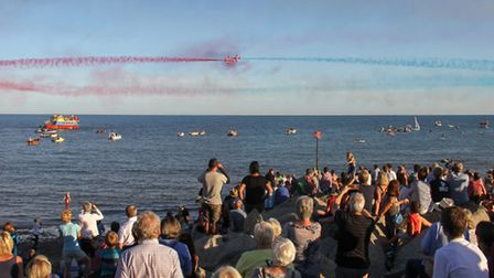 Red Arrows at Sidmouth 2016. Ref shs 34-16TI 6390. Picture: Terry Ife