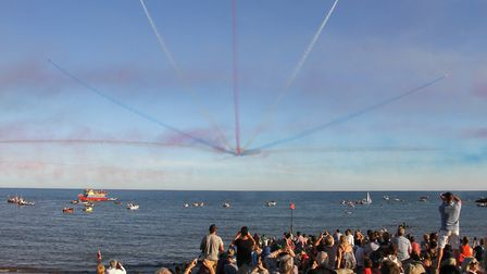 Red Arrows at Sidmouth 2016. Ref shs 34-16TI 6391. Picture: Terry Ife