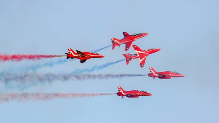 Red Arrows at Sidmouth 2016. Ref shs 34-16TI 6367. Picture: Terry Ife