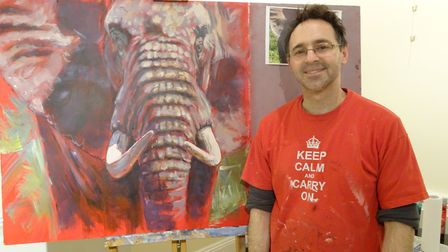 Wildlife artist Gregory Wellman passes on tips to Sidmouth artists
