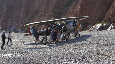 People-pushing-the-plane-up-th