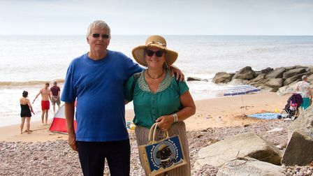 Pepe Arti and his wife Favell on the west side of the main beach in Sidmouth. Ref shs 27 18TI 7059.