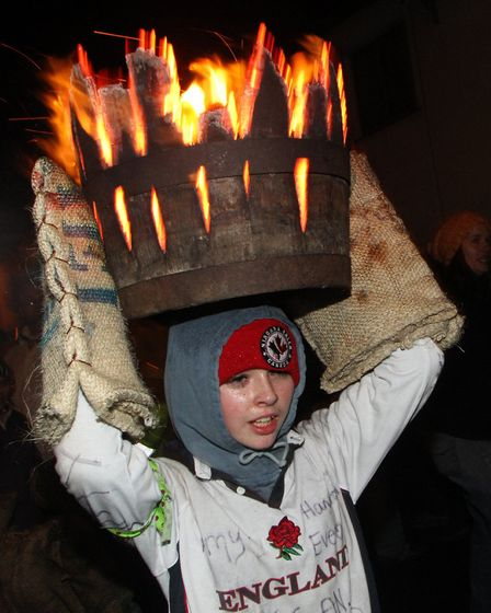 Tar Barrels 2013. Picture by Alex Walton. Ref sho 7841-45-13AW. To order your copy of this photograp