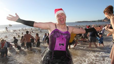 Sidmouth Boxing Day swimmers. Photo by Simon Horn. Ref shs 8557-52-13SH. To order your copy of this