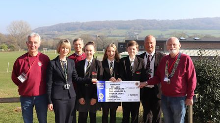 Lion Phil Lee, Sarah Parsons - Principal, Alan Shoesmith - Lions Youth Officer, Year 9 Students - Za