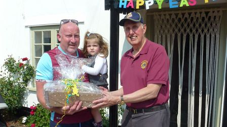 Andy Woodruff receiving Dukes 2nd prize from Lion Chris
