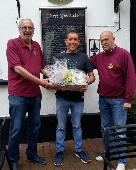 Anchor Inn 2nd prize winner Tony Barnes with Lions Mike and Jeff.