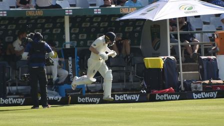 Dom Bess makes his way onto the Newlands pitch in Cape Town to bat in England's second innings. Pict