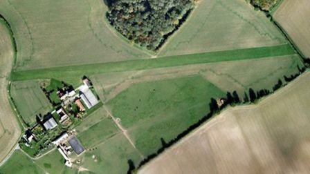 4 bed house with grass airstrip and hangar for sale