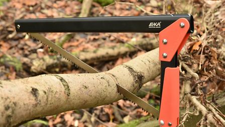 Despite its modest size it cuts logs like this in seconds