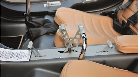 Combined throttle and brake lever is situated between seats