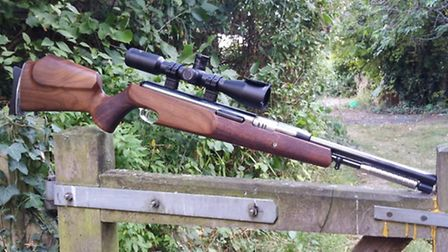 The EVX is 362mm long and weighs 665g so is not too heavy even for this rifle
