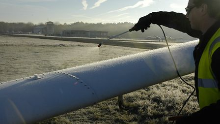 A fluid spray - the quick way to de-ice your aircraft
