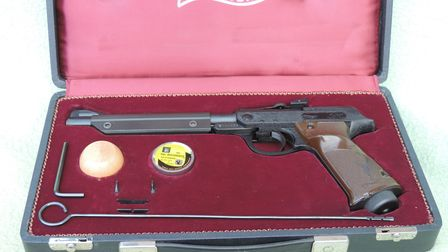 The Walther LP53 came with a choice of reaer- and fore-sight elements to help the owner to choose th