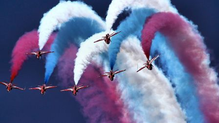 Red Arrows - RIAT 2014 (c) Airwolfhound, Flickr (CC BY 2.0)