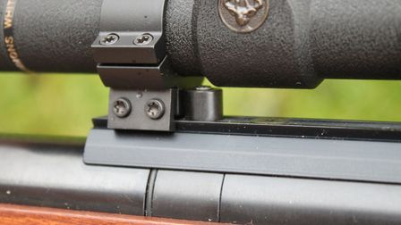 The air pressure indicator has to be worked around when mounting a scope.