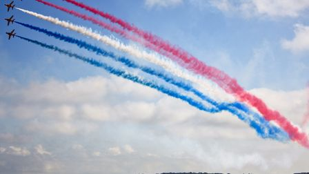 Red Arrows at Wales National Airshow (c) Catrin Austin, Flickr (CC BY 2.0)