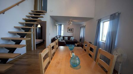Luxury apartment and hangar with views of Pyrenees for sale | 350,000