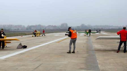 Silver Heat Race - 30 metre wide runway - not much room to get through!