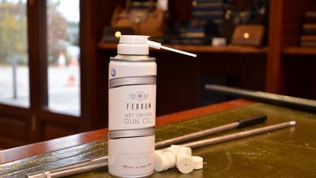 The Pro Clean kit contains the Pro Ferrum fluid, a rod, an adaptor, and 25 felts