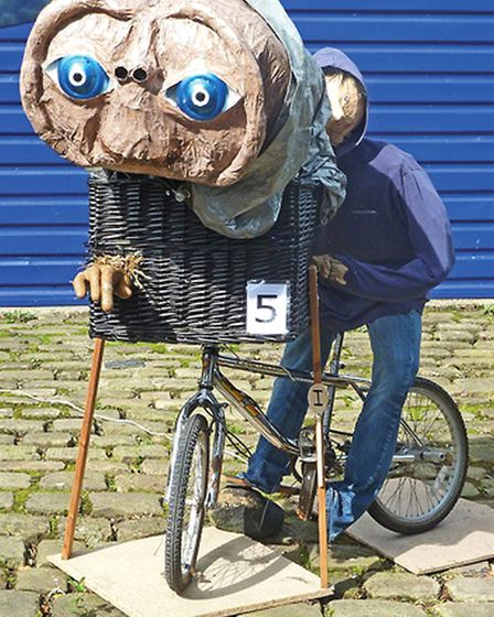 Norland Scarecrow Festival attracts big names look, theres ET!