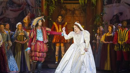 Opera Norths production of Cole Porters Kiss Me, Kate with Quirijn de Lang as Petruchio and Jeni Ber