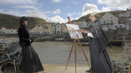 Emma-Marie Daniels, dressed as Dame Laura Knight in her student days, paints Jane Buckle, dressed as