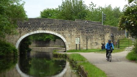 Leeds Liverpool Canal at Horsforth