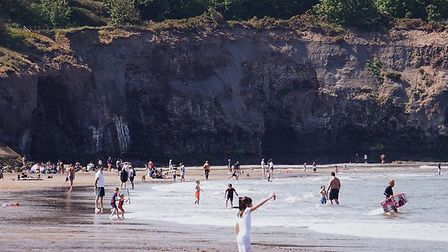 The large, safe beach at Sandsend is perfect for families