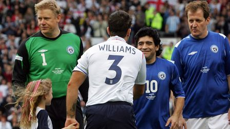 Diego Maradona, liningup alongside Alastair Campbell (r) and Peter Schmeichel (l), greets Robbie Williams at the start...