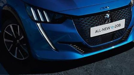 The Peugeot e-208 front face and full LED headlights