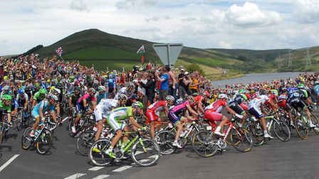 The peleton squeezes around the hairpin at Woodhead