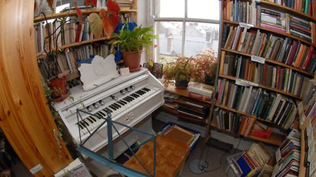 The harmonium, where 'competent players' are invited to play