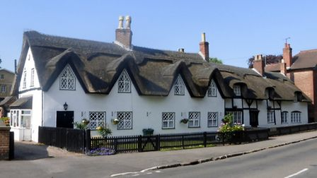 Thatched cottages on Willington Road