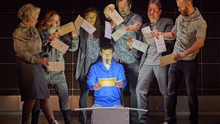 The Curious Incident of the Dog in the Night-time Photo: Brinkhoff - Moegenburg
