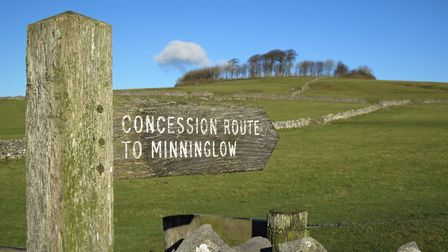 Footpath sign for Minninglow