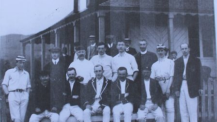 The 1911 team with three members of the Bowmer family